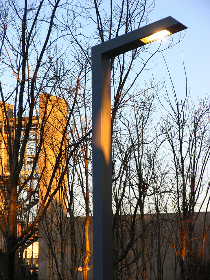 108 Streetlamp by Santa & Cole Urbidermis