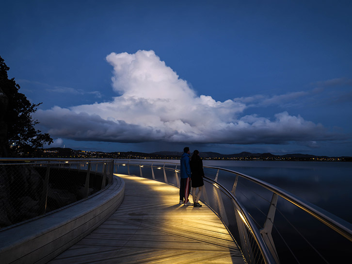 LEC Lyon - School light handrail