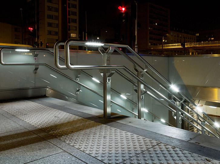 LEC Lyon - School light handrail